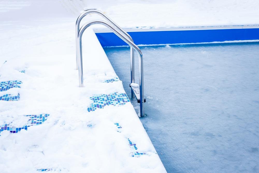 como preparar piscina para el invierno