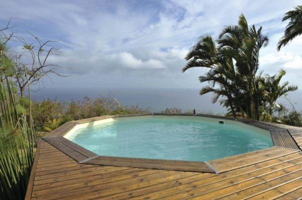 piscina semienterrada de madera